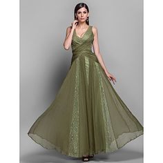 TS Couture® Formal Evening / Military Ball Dress - Clover Plus Sizes / Petite A-line / Princess V-neck Floor-length Chiffon / Lace – USD $ 149.99