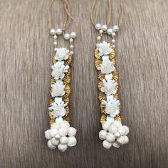 Flower Jewellery For Mehndi, Flower Jewelry, Jewelry Sets, Diy Jewelry, Jewelry Making, Handmade Rakhi Designs, Engagement Mehndi Designs, Gown Party Wear, Indian Jewelry Earrings