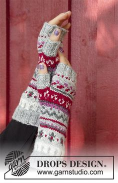 Winter berries / DROPS - free knitting patterns by DROPS design, The set consists of: pullover with round yoke, multicolored Norwegian pattern and A-cut, knitted from top to bottom. Sizes S - XXXL. Jumper Patterns, Knitting Patterns Free, Free Knitting, Crochet Patterns, Fingerless Gloves Knitted, Knit Mittens, Knitting Socks, Drops Design, Crochet Easter