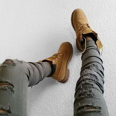 Timberland Boots, an American Icon ~ Fashion & Style Fashion Killa, Look Fashion, Autumn Fashion, Stilettos, Winter Outfits, Cool Outfits, Timberland Boots Outfit, Timberland Fashion, Timberlands Women