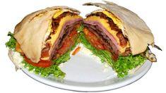 Bauru es un sándwich muy popular en Brasil que nació, en São Paulo en 1934, de la petición de un joven universitario de preparar un sandwich caliente de pan francés sin miga, relleno de queso fundido, ternera asada, tomate y pepinillo en vinagre. Desde entonces, el bauru no ha dejado de popularizarse y venderse a lo largo y ancho de Brasil.