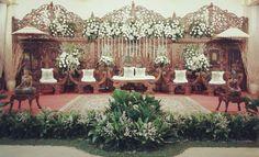Dekorasi pelaminan - Balai Sarwono Wedding Stage, Dream Wedding, Marriage Decoration, Wedding Decorations, Table Decorations, Wedding Preparation, Wedding Inspiration, Wedding Ideas, Elegant Wedding