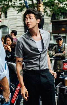 Image discovered by 王. Find images and videos about kpop, bts and jungkook on We Heart It - the app to get lost in what you love. Kim Namjoon, Kim Taehyung, Seokjin, Foto Bts, Billboard Music Awards, Bts Bangtan Boy, Jhope, King Of Rap, Mixtape