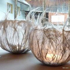 Lockenlichter - Feltro - Her Crochet Paper Mache Bowls, Paper Bowls, Textile Sculpture, Textile Art, Diy Lace Doily Bowl, Diy Paper, Paper Crafts, Luminaria Diy, Felt Wall Hanging