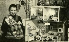 My Vintage Dollhouses: Little girls and their dollhouses.....
