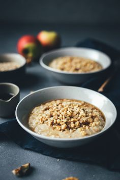 Apple porridge with walnuts and maple syrup – recipe with and without Thermomix Maple Syrup Recipes, Apple Recipes, Oat Smoothie, Healthy Smoothies, Vegan Breakfast Recipes, Brunch Recipes, Incredible Pizza, Fathers Day Brunch, Breakfast Photography