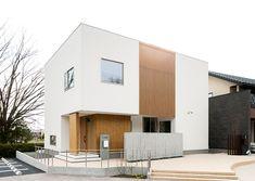 外観 White Exterior Houses, Small House Exteriors, Modern Japanese Architecture, Small Buildings, House Goals, Simple House, Modern House Design, Home Deco, Facade