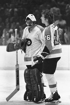 Bernie Parent and Bobby Clarke Flyers Players, Flyers Hockey, Hockey Goalie, Hockey Games, Hockey Players, Ice Hockey, Bernie Parent, Hockey Hall Of Fame, Stars Hockey
