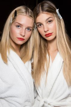 Going through wardrobe ideas, accessories, make-up and nail colors is quite nice, but hair trends 2018 spring-summer are what you need to consider now. Slick Hairstyles, Cute Girls Hairstyles, Spring Hairstyles, Trendy Hairstyles, Straight Hairstyles, Oil Slick Hair Color, Catwalk Hair, Ice Blonde Hair, Camila Morrone