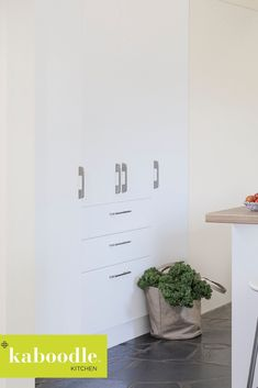 Talk about maximising storage! There's nothing better than inset pantries to open up a room whilst not compromising on usable space. It's a tall order! Diy Kitchen Storage, Pantries, Craft Rooms, Room Organization, New Kitchen, Building Design, Your Space, Warehouse, Organizing