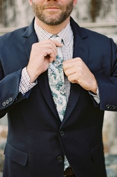 Toile: http://www.stylemepretty.com/2015/05/05/patterned-wedding-details-that-wow/