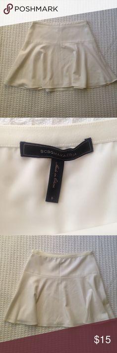 BCBG Max Azria white skirt size S White BCBG skirt waistband flat measures 15 in. Length is 17 in. BCBGMaxAzria Skirts Mini