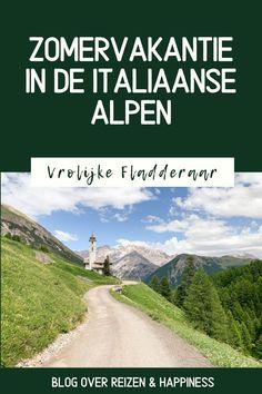 10 dingen om te doen in Livigno, Italië: Livigno is niet alleen een leuke bestemming voor wintersport in Italië maar ook een hele toffe plek voor je zomervakantie! Hou jij van een actieve vakantie in de Alpen met activiteiten zoals hiken, wandelen, fietsen, mountainbiken in de bergen en genieten van lekker Italiaans eten? Tips voor je verblijf in Noord-Italië! Country Roads, Mountains, Nature, Travel, Naturaleza, Viajes, Destinations, Traveling, Trips