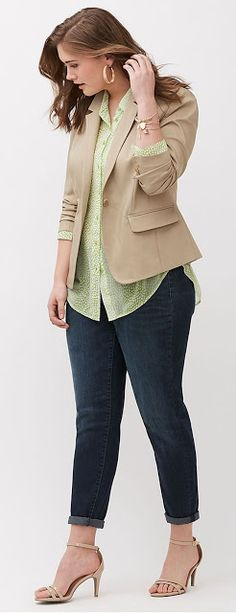 We've gathered our favorite ideas for Plus Size Modern Blazer Plus Size Fashion Fashion, Explore our list of popular images of Plus Size Modern Blazer Plus Size Fashion Fashion. Casual Work Outfits, Business Casual Outfits, Work Casual, Casual Fridays, Blazer Outfits, Semi Casual Outfit Women, Beige Blazer Outfit, Plus Size Business Attire, Casual Office