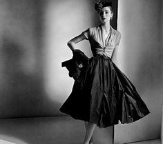 Love the small waist of the 50's