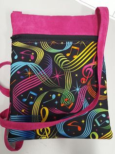 Use a solid fabric to coordinate with a bold print for drama on a small project. Learn this handy trick to install a zipper for all your zippered pouches bags and projects. Only use the teeth and skip sewing around the zipper pull bags for best results. Box Patterns, Easy Sewing Patterns, Bag Patterns To Sew, Sewing Hacks, Sewing Tutorials, Sewing Projects, Sewing Tips, Sewing Ideas, Craft Projects
