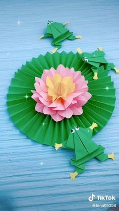 Folded Paper Flowers, Paper Flower Art, Paper Flowers Craft, Paper Flower Tutorial, Flower Crafts, Instruções Origami, Origami And Kirigami, Paper Crafts Origami, Paper Crafts For Kids