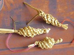 Miniature Straw Christmas Tree Ornaments and Straw Dollies.  Although the instructions are in French the tutorials have full pictures of the steps so you can follow them.