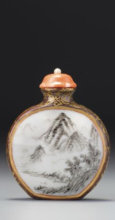 AN ENAMELLED PORCELAIN 'WINTER AND SUMMER LANDSCAPE' SNUFF BOTTLE<br>QING DYNASTY, QIANLONG PERIOD | lot | Sotheby's