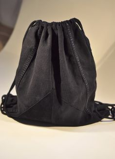 Turnbeutel // Rucksack Jeans & Leder ::upcycled:: von SEKOAMO auf DaWanda.com Diy Backpack, Drawstring Backpack, Hip Bag, Jeans, Bucket Bag, Upcycle, Backpacks, Etsy, Sewing Ideas