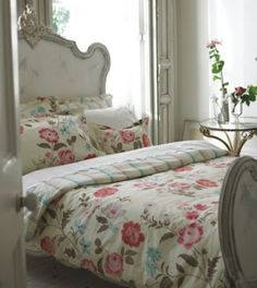 Cover up with the perfect summer bedding: Fresh floral