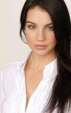 Adelaide Kane -> Mary Queen of Scots
