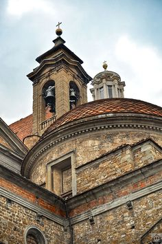 Basilica di San Lorenzo ~ one of the largest churches of Florence, Italy, situated at the centre of the city's main market district, and the burial place of all the principal members of the Medici family from Cosimo il Vecchio to Cosimo III.