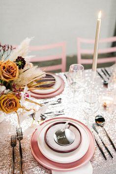 J+S TROUWEN TIJDENS DE FEESTDAGEN | Studio Spruijt Happy Day, Table Settings, Wedding Day, Weddings, Studio, Pi Day Wedding, Marriage Anniversary, Wedding, Place Settings