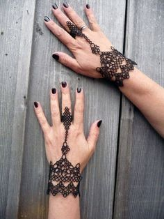 """Black women's Gloves. This is my author's work. I called these slave bracelets ring """"Calypso"""", inspired me Sea Goddess in """"Pirates of the Caribbean"""". Tatting women's mittens looks elegant and stylish. Tatting Bracelet, Slave Bracelet, Tatting Lace, Needle Tatting Patterns, Crochet Doily Patterns, Doilies Crochet, Tatting Tutorial, Tutorial Crochet, Black Lace Gloves"""