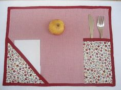 This Pin was discovered by Ale Small Sewing Projects, Sewing Hacks, Sewing Crafts, Crafts To Make, Diy Crafts, Place Mats Quilted, Table Runner And Placemats, Creation Couture, Mug Rugs