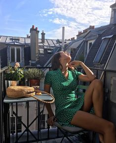 Jeanne Damas Is the Coolest Most Beautiful French Girl in France Right Now GQ Fashion Week Paris, Parisian Style Fashion, French Fashion, Look Fashion, Girl Fashion, Fashion Outfits, Paris Style, Catwalk Fashion, 90s Fashion