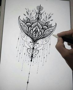 This would be such a good tatoo idea tbh Back Tattoos, Future Tattoos, Body Art Tattoos, Tattoo Drawings, Mandala Thigh Tattoo, Sternum Tattoo, Mandala Tattoo Shoulder, Tattoo Thigh, Chest Tattoo