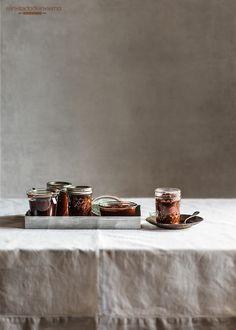 Receta tradicional de la famosa salsa vizcaína, salsa vasca de cebolla y pimientos choriceros para bacalao, caracoles, etc. Con fotos paso a paso