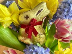 Get creative with your Lindt Gold Bunny this Easter Lindt Gold Bunny, Swiss Chocolate, Baked Cheesecake Recipe, Bowser, Yummy Food, Easter, Switzerland, Creative, Board