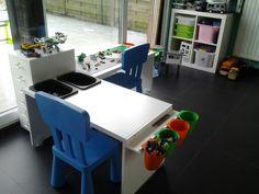 Ikea tafeltjes omgevormd tot lego tafel