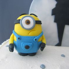 "Hottest Screen air dry Clay tutorial Tips Air Dry Clay Tutorials: Make a Minion (""Despicable Me"") Fondant Minions, Minions 4, Minion Cakes, Clay Projects, Clay Crafts, Sewing Projects, Diy Air Dry Clay, Minion Party, Fondant Toppers"