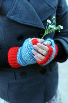 Knit fingerless gloves Blue grey red striped fingerless mittens by Nastiin