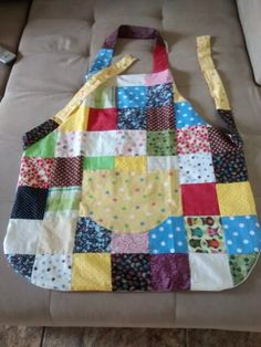 Super Ideas For Crazy Quilting Patterns Colour Crazy Quilting, Quilting For Beginners, Quilting Tutorials, Bag Quilt, Quilt Patterns, Sewing Patterns, Half Square Triangle Quilts, Nancy Zieman, Cute Aprons