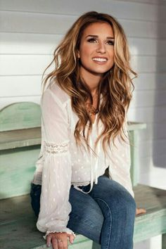 Love her hair.... Wish I could have her hair for just one day :) Light brown with blonde and caramel highlights