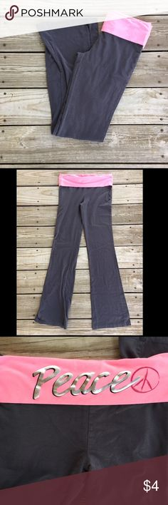 Gray Yoga Pants Joe boxer yoga pants. In very good condition but has a spot on the waist band where part of the letter has came off. Size medium Joe Boxer Pants