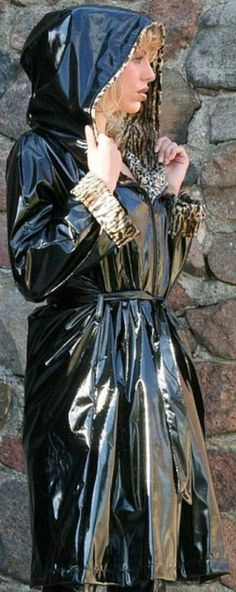 Shiny black mac with hood Vinyl Raincoat, Pvc Raincoat, Plastic Raincoat, Plastic Pants, Rain Bonnet, Rain Fashion, Women's Fashion, Black Mac, Rubber Raincoats