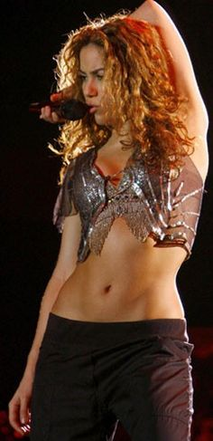 Her hips don't lie. Love Shakira's curves!