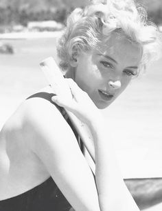 A young Deborah Kerr Old Hollywood Movies, Old Hollywood Stars, Golden Age Of Hollywood, Vintage Hollywood, Hollywood Glamour, Classic Hollywood, Classic Actresses, British Actresses, Classic Movies