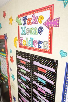 Use pocket charts accents and marquee bulletin board pieces for a take home folder center in your classroom place next to your classroom door so students can t miss it on their way out color wall shapes and colors unit infant classroom Toddler Daycare Rooms, Toddler Teacher, Preschool Rooms, Preschool Classroom, In Kindergarten, Classroom Door, Toddler Classroom Decorations, Daycare Decorations, Infant Toddler Classroom