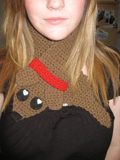 weiner puppy neck warmer - free crochet pattern! How adorable is this???