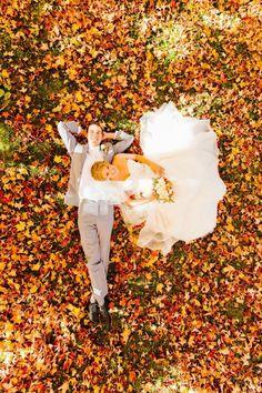 Over 30 photo shoot ideas for funny wedding pictures - funny wedding pictures ideas photoshoot couples - Romantic Wedding Photos, Wedding Poses, Wedding Photoshoot, Wedding Couples, Wedding Portraits, Wedding Pictures, Wedding Ideas, Wedding Shot, Wedding Beach