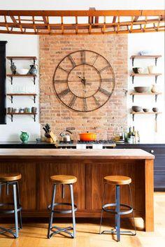 grande horloge murale, cuisine déco industrielle