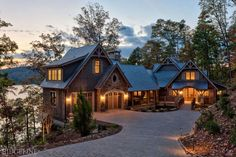 mountain homes Is this house even real? So much charm and character. Dream House Exterior, Dream House Plans, My Dream Home, Dream Life, Casas Country, Mountain Homes, Mountain Home Plans, Mountain Home Exterior, Log Cabin Homes
