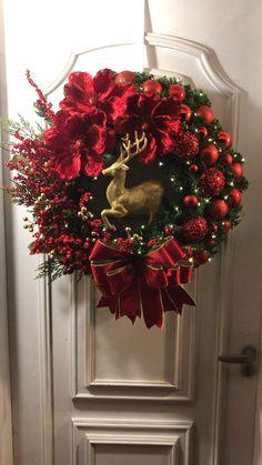Christmas Tree Bows, Classic Christmas Decorations, Custom Christmas Ornaments, Christmas Crafts To Make, Xmas Wreaths, Magical Christmas, Elegant Christmas, Christmas Door, Christmas Centerpieces