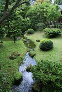 Einfache DIY Hinterhof Landschaftsbau mit kleinem Budget - front yard landscaping ideas on a budget Large Backyard Landscaping, Backyard Garden Design, Landscaping Ideas, Mulch Landscaping, Backyard Ideas, Backyard Stream, Garden Stream, Mulch Ideas, Landscaping Borders